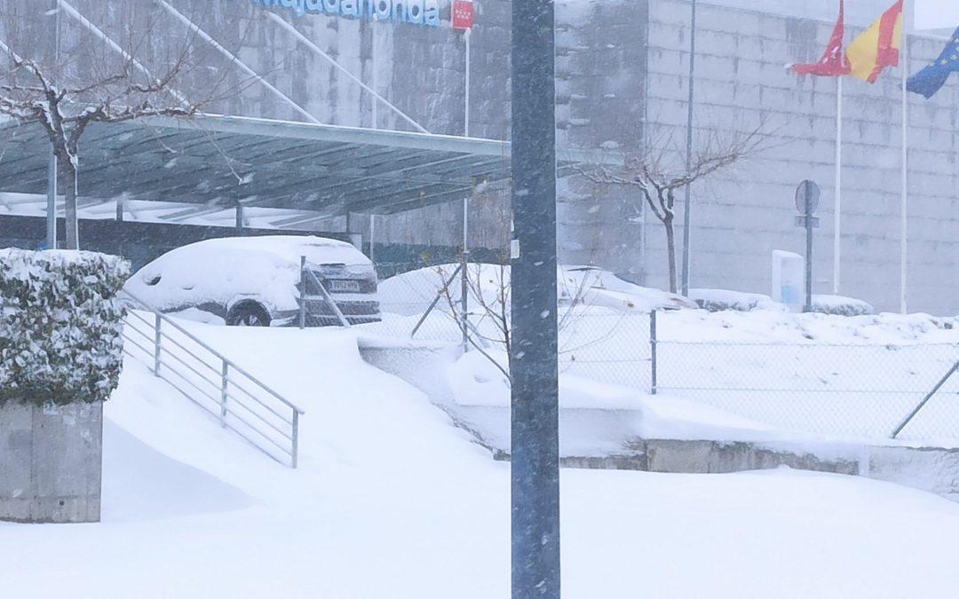 Caos absoluto en Majadahonda y fracaso del Plan de Inclemencias Invernales del Ayuntamiento ante la gran nevada que sufre la ciudad